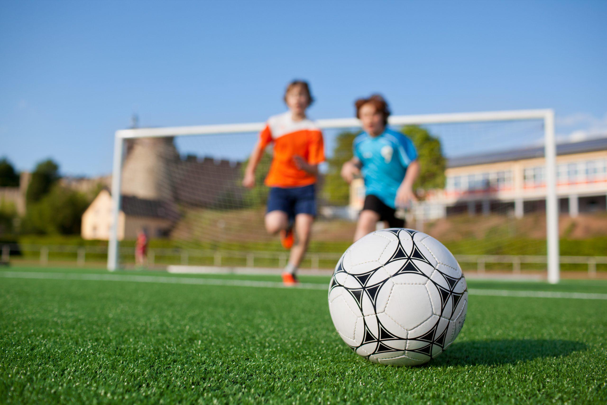 דשא סינטטי לכדורגל ילדים