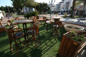 דשא סינטטי בתי קפה