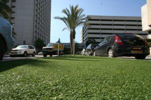 דשא סינתטי ציבורי בתל אביב