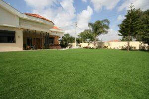 דשא סינתטי לגינות ירוקות ויפות