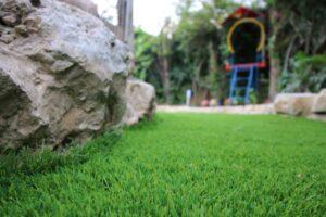 דשא סינטטי לגינה ולחצר