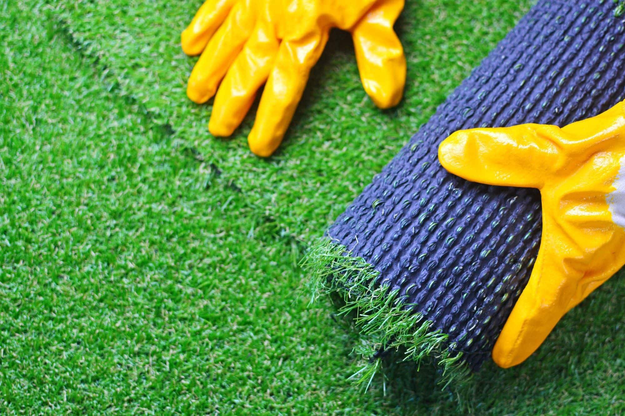 עבודה על דשא סינטטי