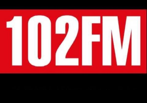 דשא קבוע ברדיו 102FM
