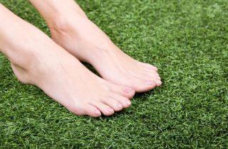 דשא סינטטי מתחמם בשמש?