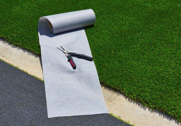 איזה סוגי ריצוף מומלצים לגינה עם דשא סינטטי?