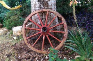 גלגלי כרכרה ועתיקות לגינה