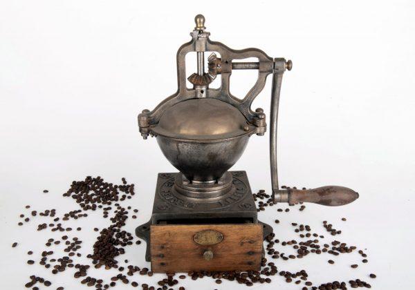 מטחנת קפה עתיקה